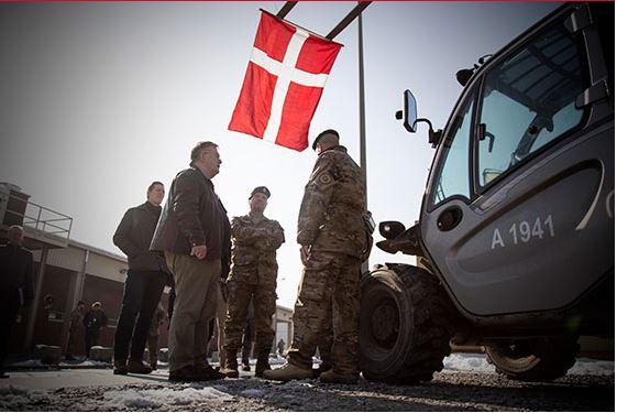 Forsvarsminister Claus Hjort Frederiksen møder danske soldater i Afghanistan